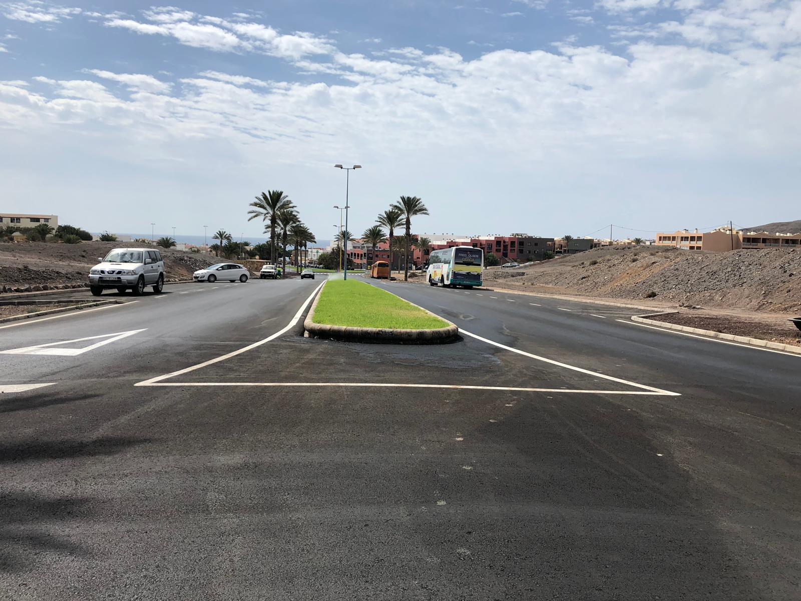 Obra de asfaltados de caminos rurales y reasfaltado de diferentes calles del municipio de Pájara